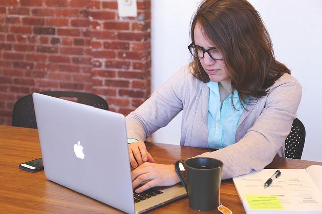 ux bere v potaz i věk uživatele webu